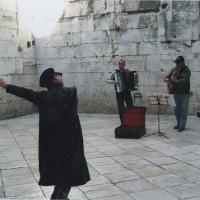スプリット(城壁内)旧市街で音楽に合わせて楽しくダンスをした時間。道ゆく人もニコニコ(5)