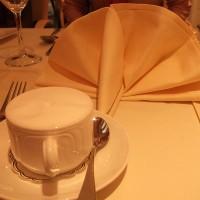 ホテルの朝食のカプチーノ