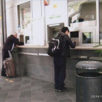 イタリア、クロアチアでは ほとんど啓に頼っている時間 バスのチケットを買っている啓