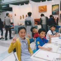 今回参加した目的の最大の理由の1つに「小さなテーブル」の子供達がその場所でその空気内で大人達の表現スペースで自分達も絵を描く時間を体験してもらうこと。主催者さんの大きなご理解の元 実現できました。