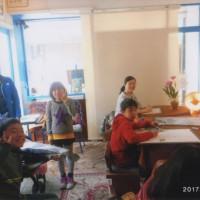 陵と美楠子さんが「小さなテーブル」に小さな悠加ちゃんと共に来てくれました。