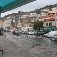 小雨の中 ドブログニクのバス停に着く。