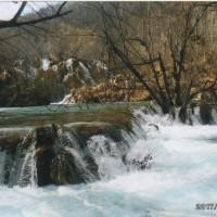 プリトビッチェの雪どけ水の滝群は すごく冷たくて すごく気持いい水