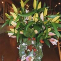 渡部さんの手作りリースと敏和さんからのお花