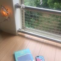 風通しのいい場所で海の香りのする本を読む